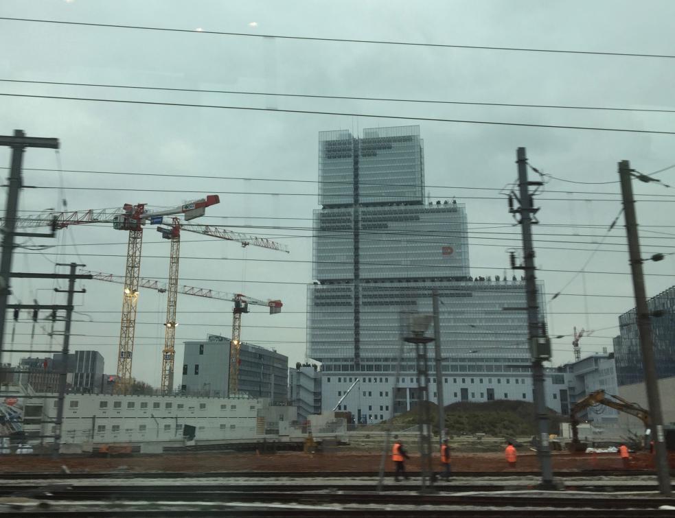 La construction trop coûteuse des palais de justice et prisons