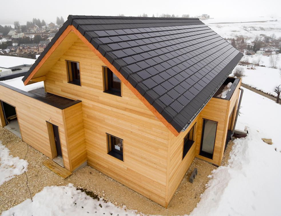 Quel avenir pour les petits éléments de toiture photovoltaïques ?