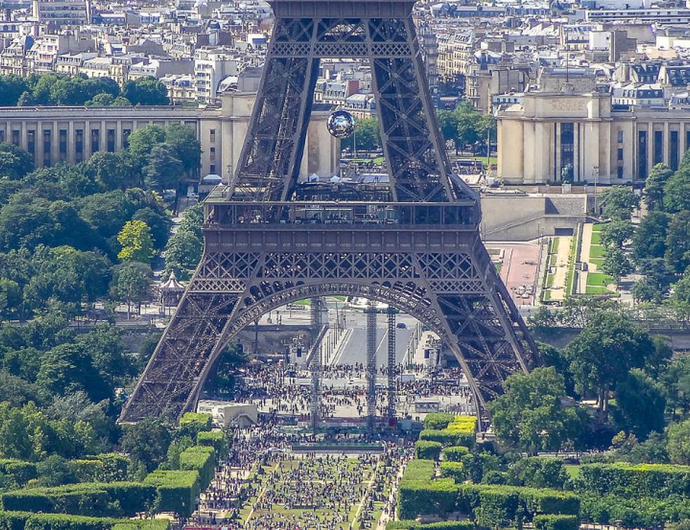 Un morceau d'escalier de la tour Eiffel bientôt vendu aux enchères