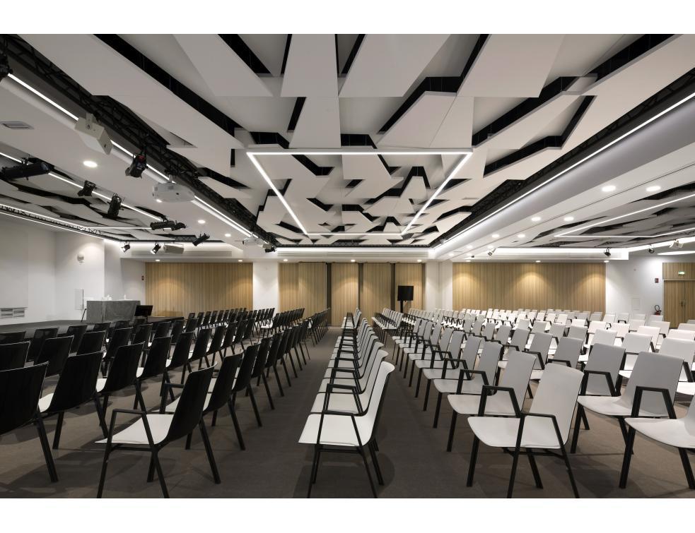400 m2 d'îlots Rockfon Eclipse et de Rockfon Mono Acoustic au City Center de Marseille