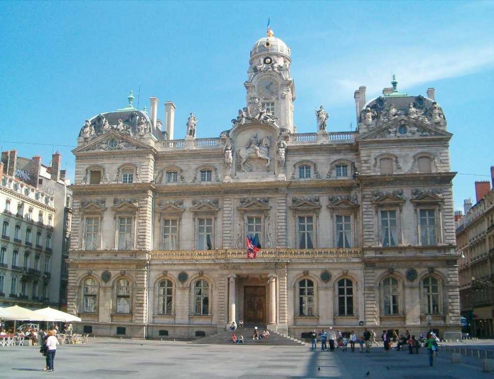 Notre-Dame: Lyon renonce à verser 200.000 euros d'aide