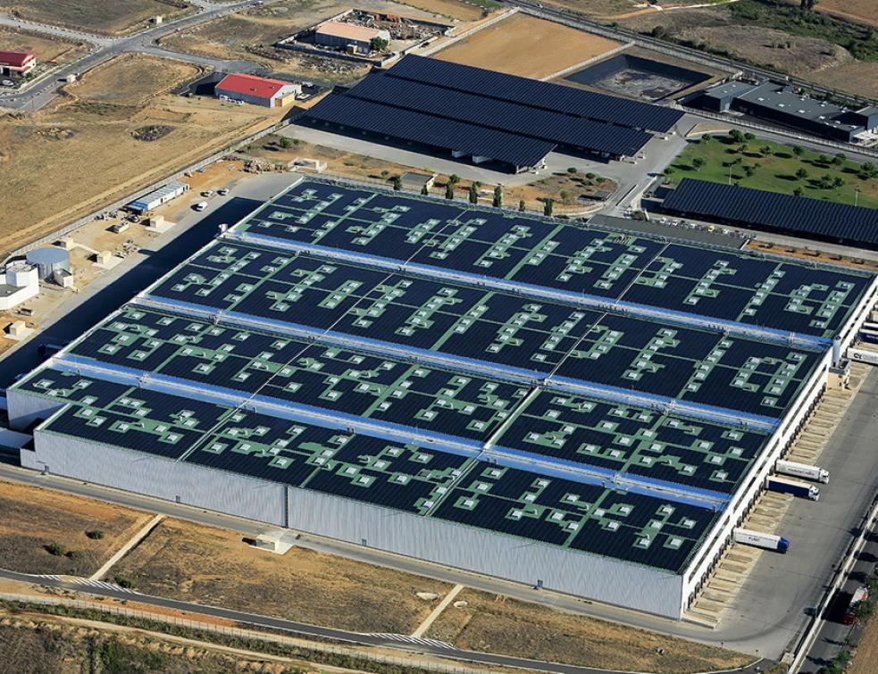 Solaire photovoltaïque sur les grandes toitures : espoirs et obstacles selon Soprasolar