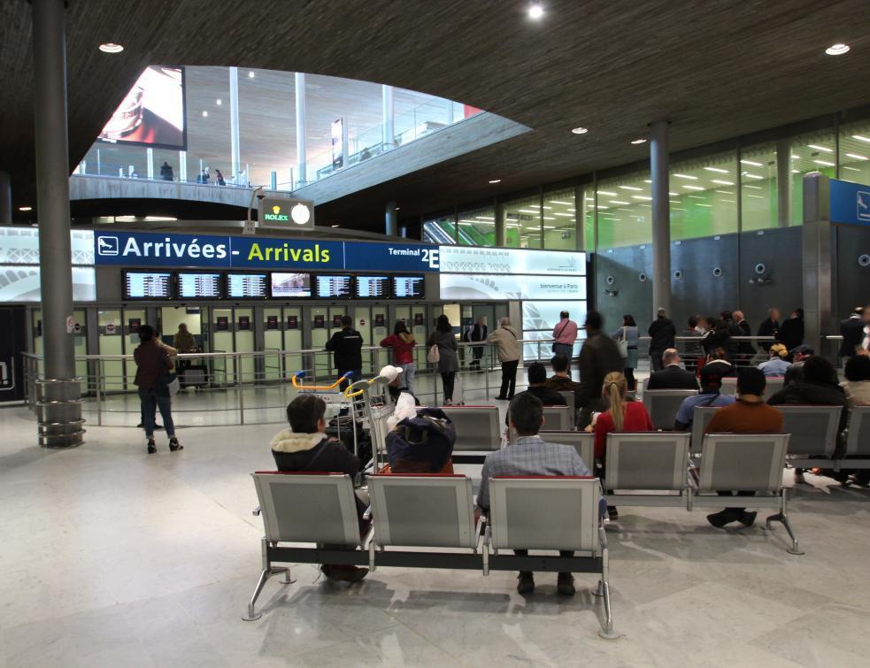 Des bornes dans les aéroports parisiens pour compenser les émissions carbone