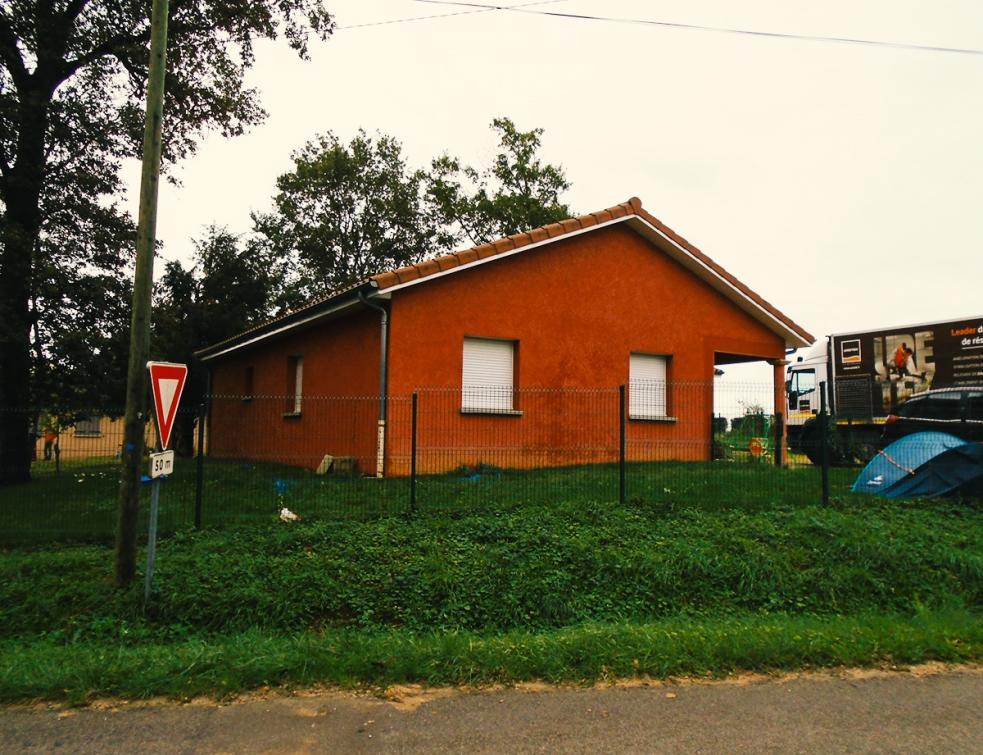 Une maison récente fissurée suite à un défaut de portance et à la dessiccation du sol
