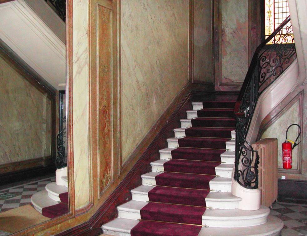Comment peindre dans les cages d'escalier contenant du plomb