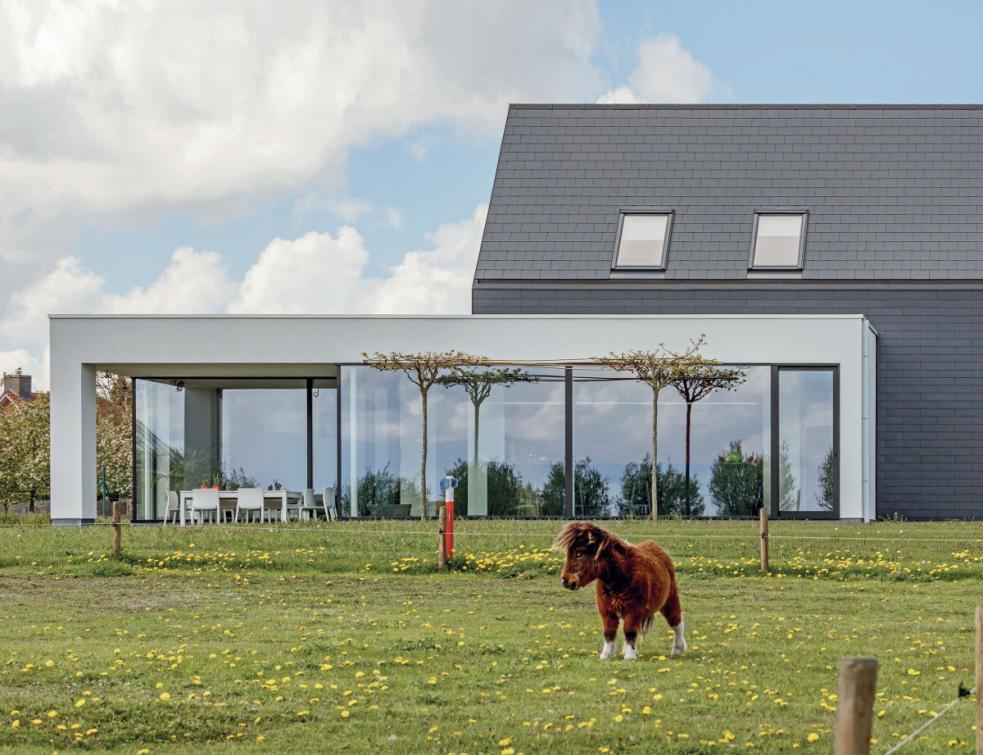 Petits éléments de couverture : la toiture devient multifonctions