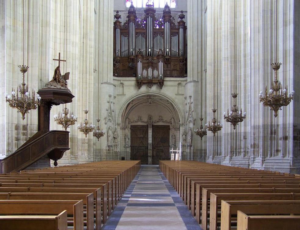La cathédrale de Nantes incendiée, le grand orgue détruit