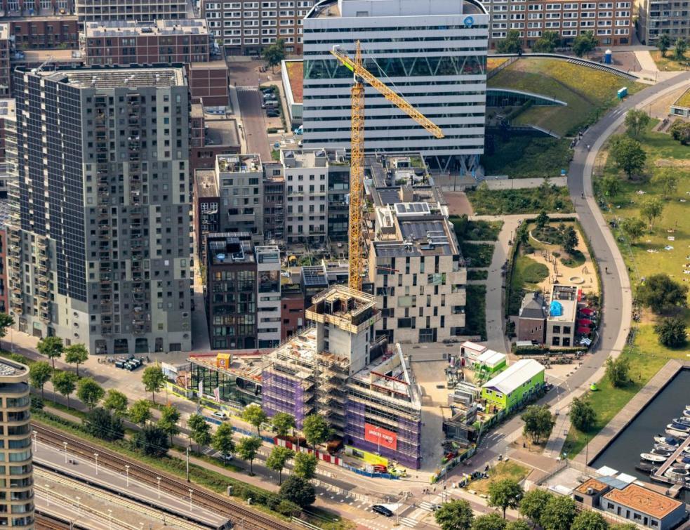 Haut, la tour de logements de standing en bois atteindra les 72 m