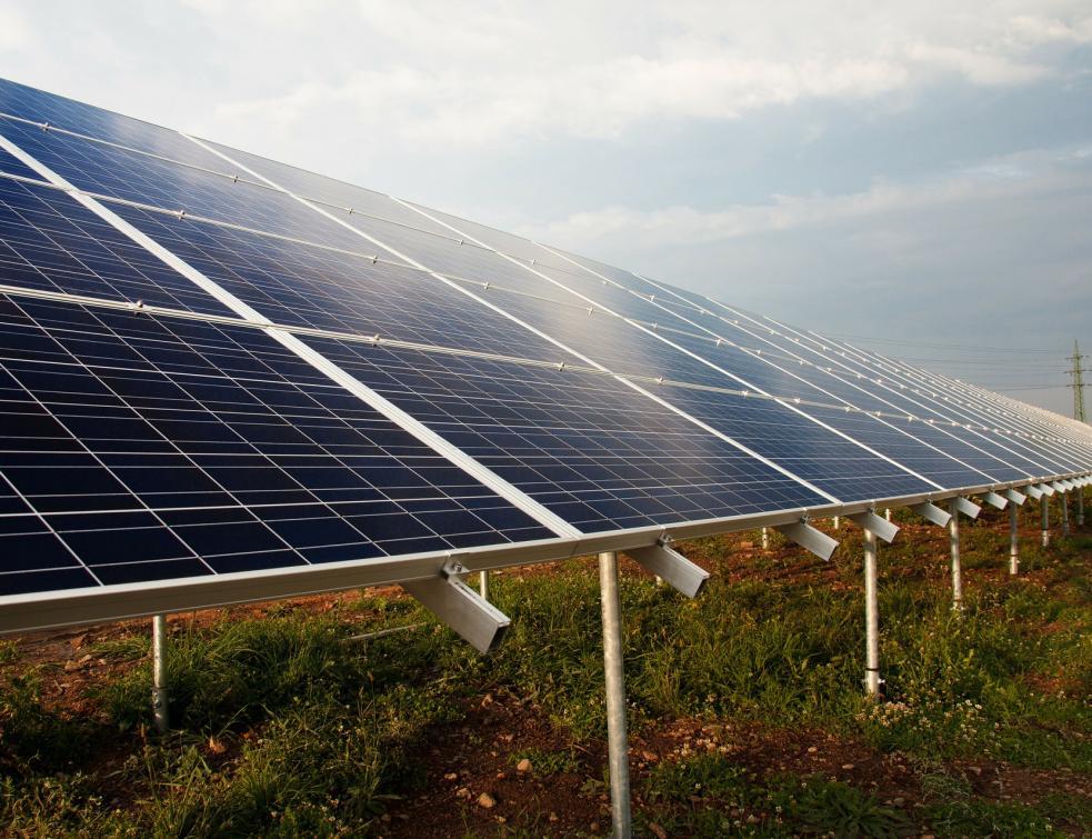 Total investit dans les fermes solaires en Espagne