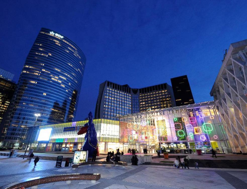 Centres commerciaux: URW poursuit une année difficile