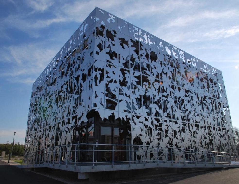 Zoom sur l'intérêt du bardage composite en façade avec Acodi