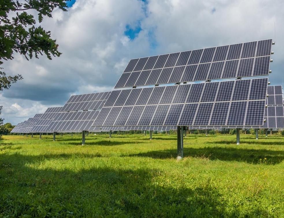 Parcs solaires: la révision des tarifs sera