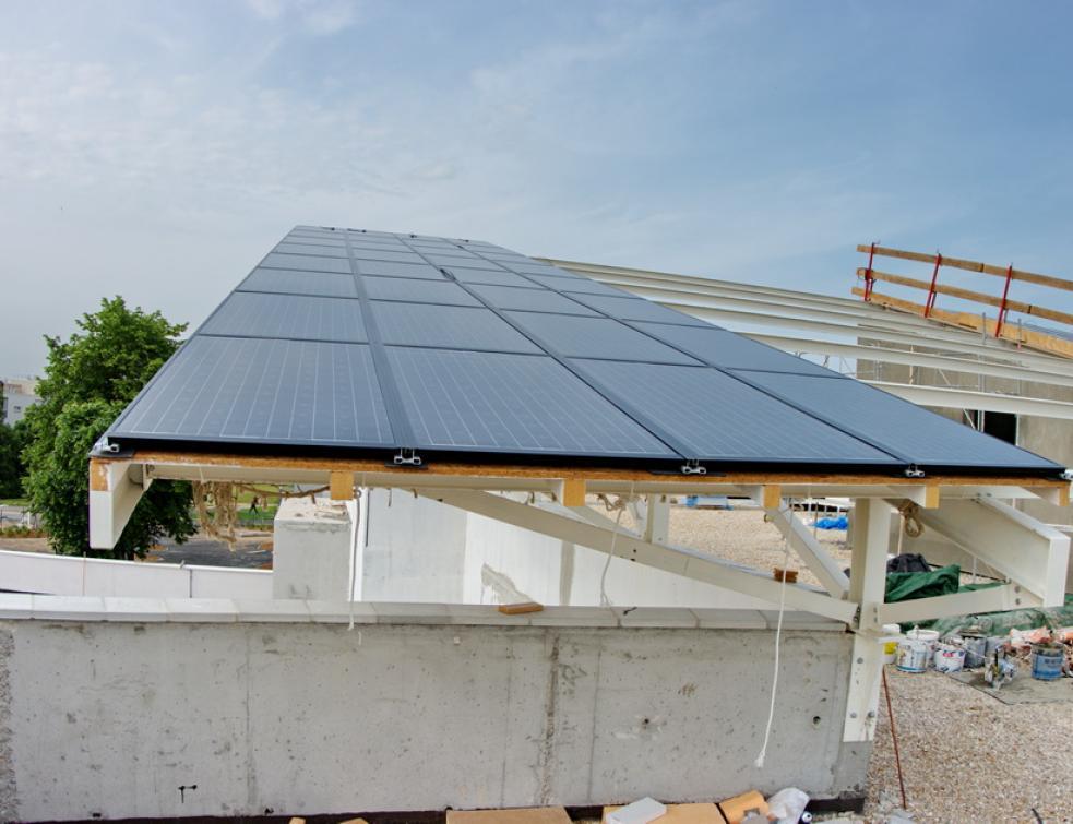 Photovoltaïque : tarifs d'achat en baisse, mais des progrès avec les films souples