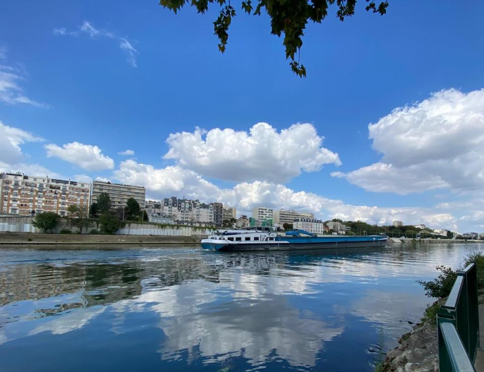 Le transport fluvial de marchandises en repli en 2020 avec l'arrêt des chantiers