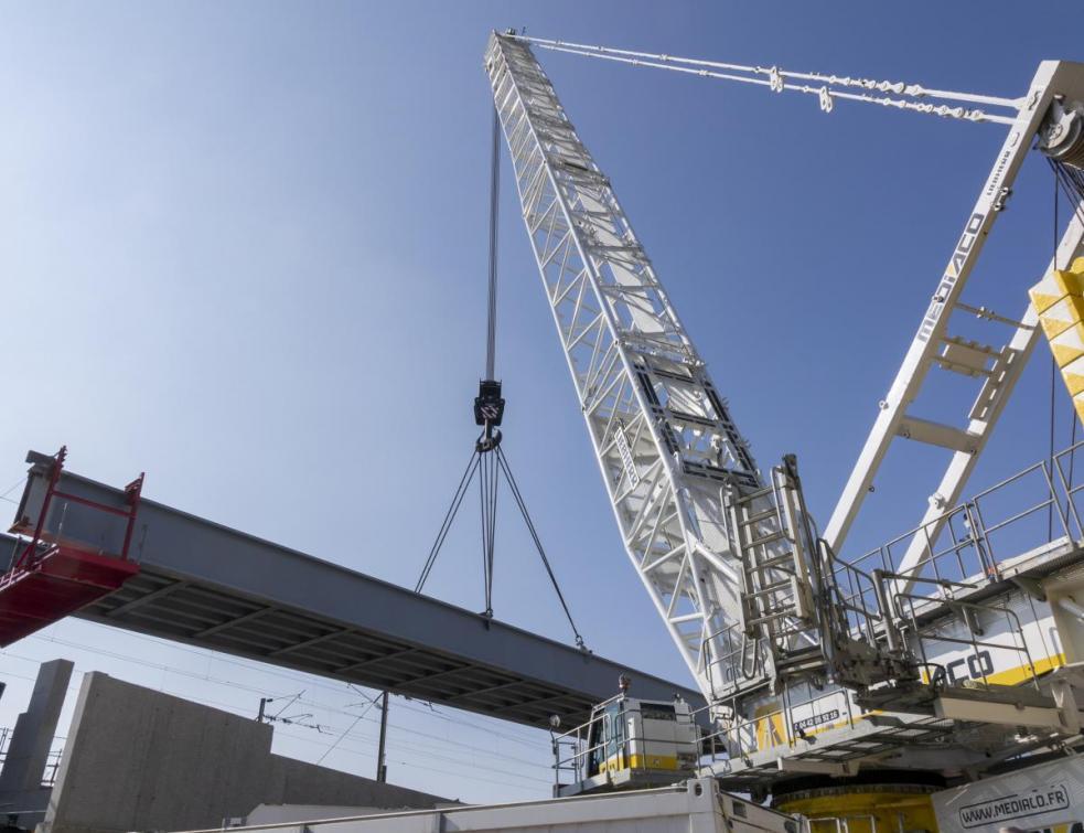 Ligne Eole : une grue de 750 tonnes pour terminer un ouvrage ferroviaire d'exception