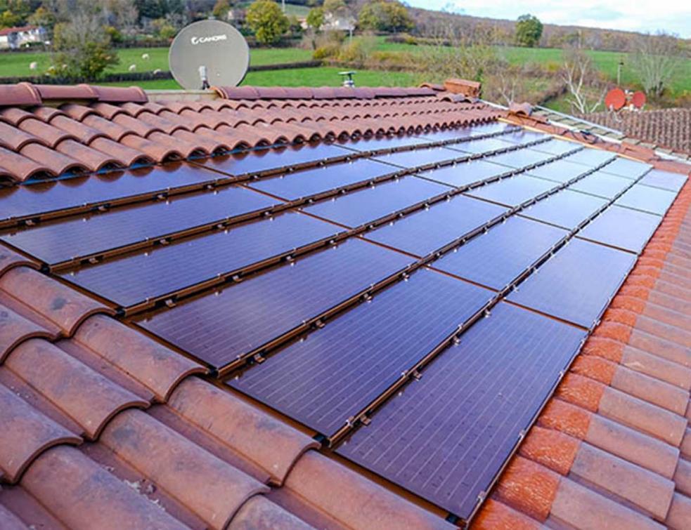 Le solaire s'habille de ROUGE avec le nouveau coloris des Tuiles Solaire Max d'EDILIANS !