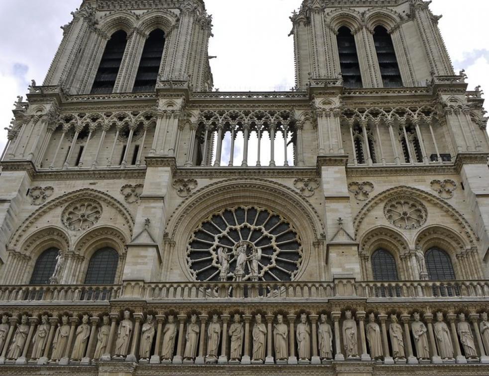 Pollution au plomb: le parvis de Notre-Dame de Paris fermé provisoirement