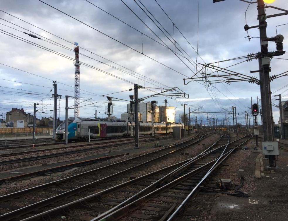 La SNCF veut doubler la part du train en 10 ans et installer des panneaux solaires sur son foncier