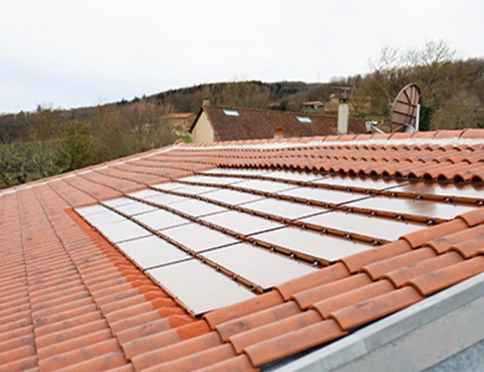 Le solaire s'habille de ROUGE pour préserver l'authenticité des toits régionaux !