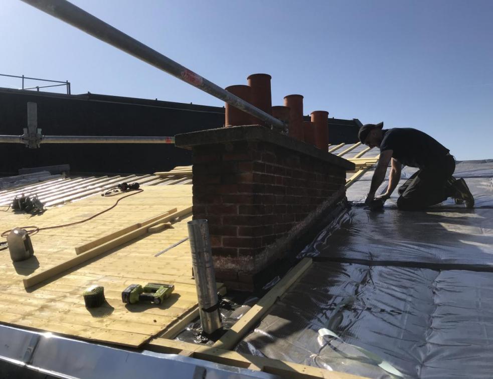 Ecrans de sous-toiture : de la simple protection à l'eau à l'étanchéité à l'air