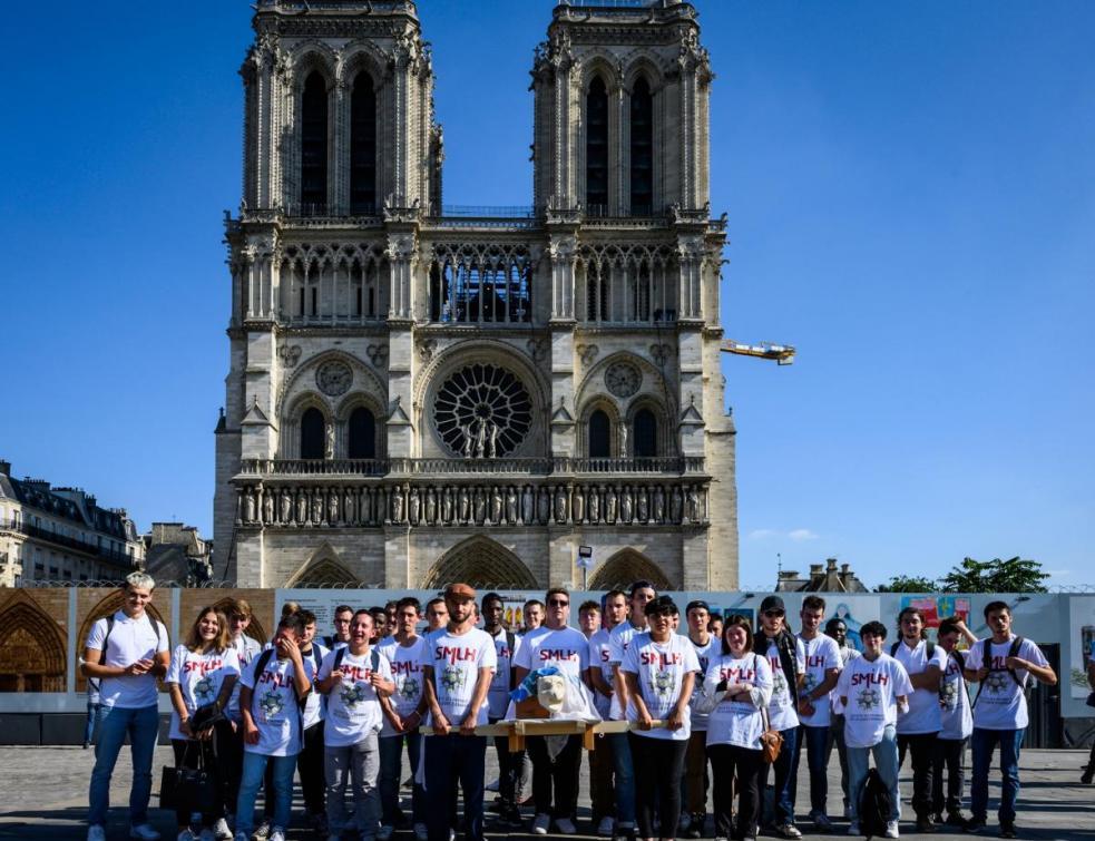 100 jeunes « sur la route des maçons » avec une gargouille pour Notre-Dame